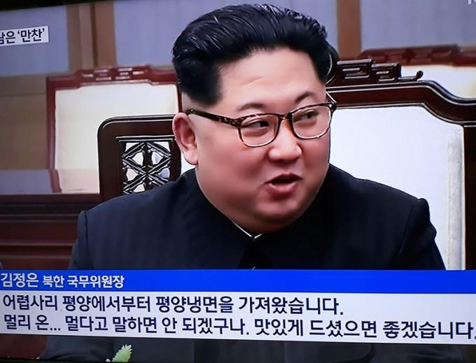 남북정상회담 김정은-어렵사리 평양에서 평양랭면을 가지고 왔습니다.jpg