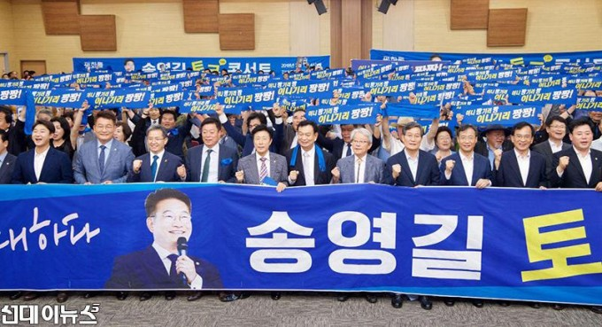 송영길,-평화를-노래하다-토크콘서트-(2).jpg