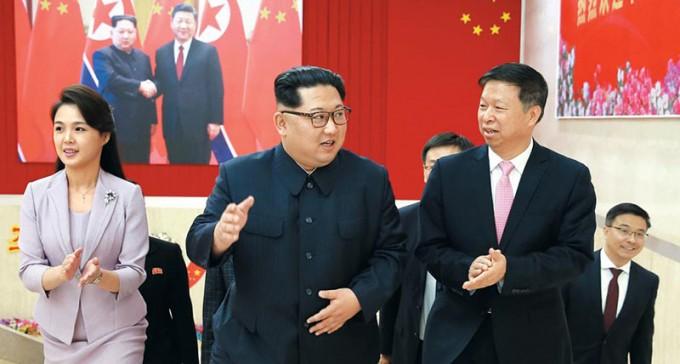 북한 김정은·리설주 부부와 중국 쑹타오-조선로동당 청사-2018.4.14..jpg