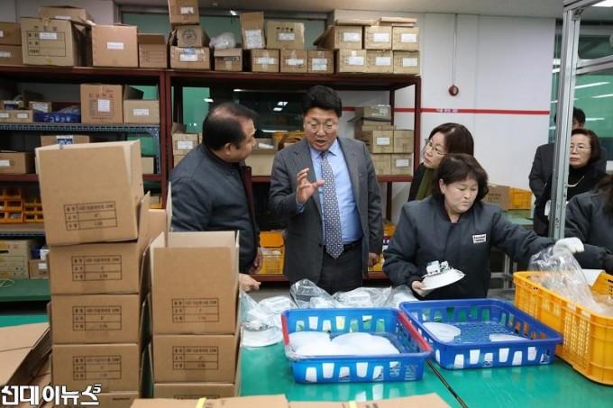 엄태준 이천시장, 장애인직업재활시설 양혜근로작업장 방문 (2).JPG
