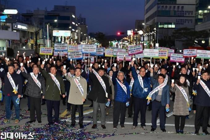 재배포01_여주시_축구종합센터 유치 기원 촛불 결의대회 (4).jpg