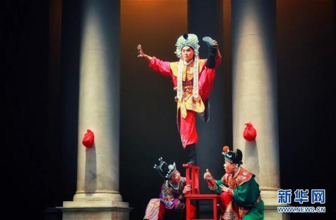 중국-2019년2월5일-이탈리아-로마에서-실험-경극-투란도트-상연-사진-신화사.jpg