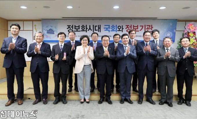 '국가정보포럼-설립-기념-세미나'-참석(3).jpg