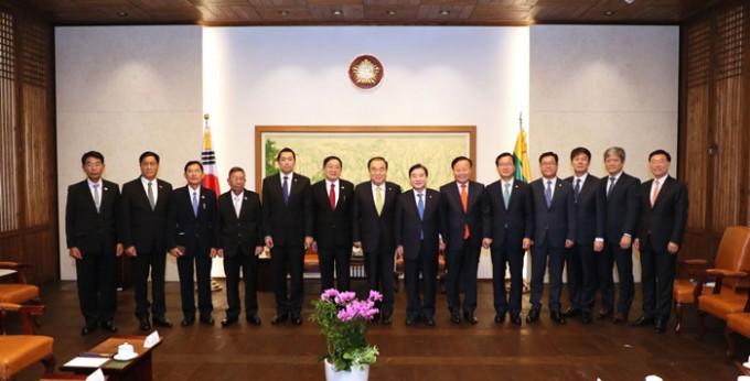 티-쿤-미얏(T-Khun-Myat)-미얀마-하원의장-예방(3).jpg