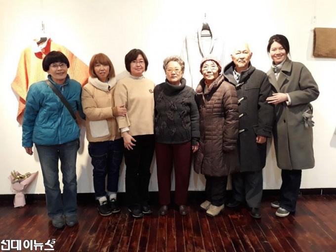 [전통누비연구회-침향]2017년-6번째-작품전에-참가한-일본인-작가들과-침향회장.jpg