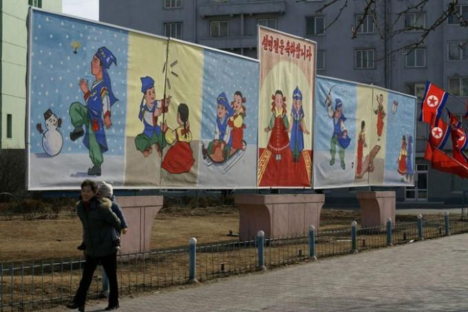 북한-설날--평양-거리의-설날-홍보-현수막.jpg