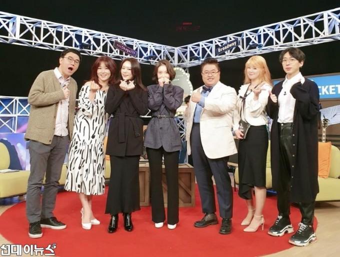 뮤지컬 '마리 퀴리' 리사-김히어라, tbs '공연에 뜨겁게 미치다'서 섬세한 감성의 듀엣 라이브 선보여 '눈길'.jpg