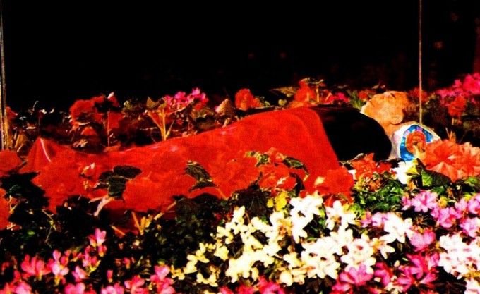 1994년-7월-8일-김일성-사망-시신-금수산태양궁전.jpg