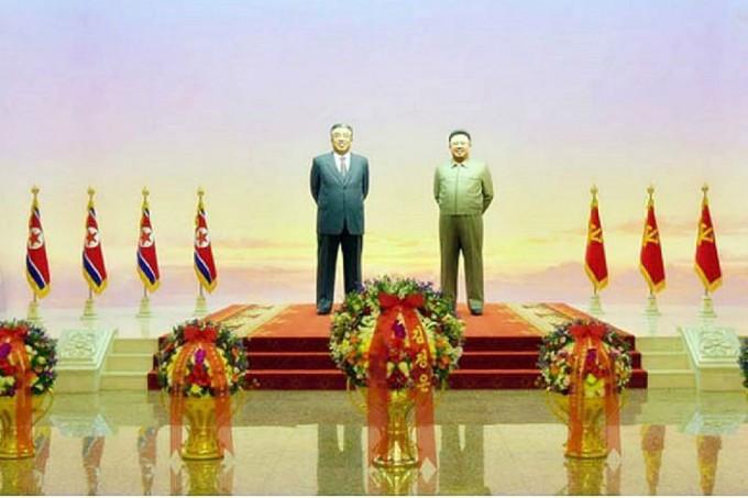 북한-금수산태양궁전-김일성과-김정일-입상.jpg
