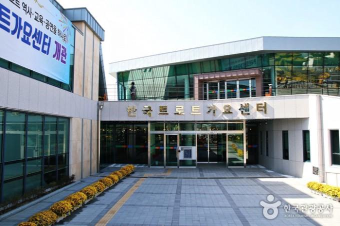 초라한-한국트로트가요센터--전라남도-영암군-영암읍-소재.jpg