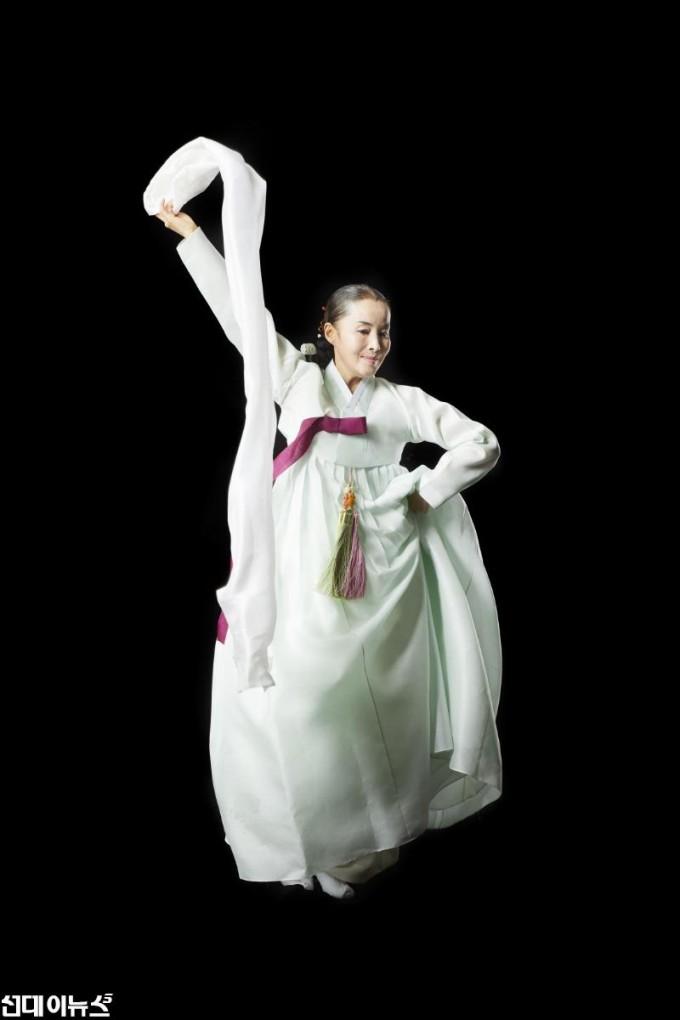 춤비나리-살풀이춤 강미선.jpg