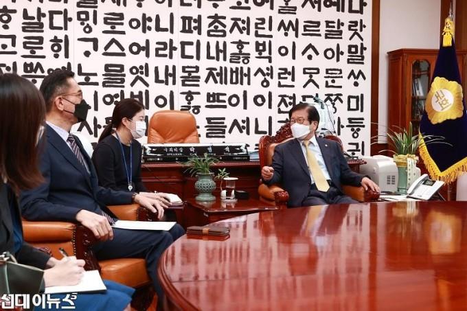 박병석 국회의장, 에릭 테오 주한싱가포르대사 예방받아22222.jpg