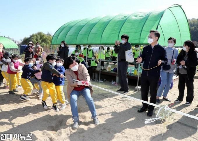 20201023[금천포토]아이들과 함께하는 고구마캐기 체험 행사(사진6)666.jpg