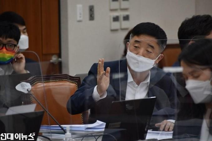 강득구의원_질의사진1111111.jpg