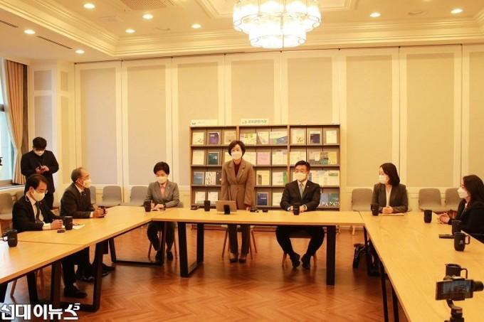 201028_김상희부의장실보도자료_사진 (1)1111.jpg