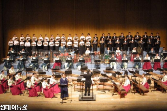 2003년 국립국악관현악단_3인 음악회.JPG