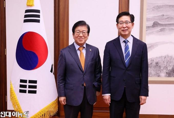 박병석 국회의장 양승조 충청남도지사 예방 받아 0019999.jpg