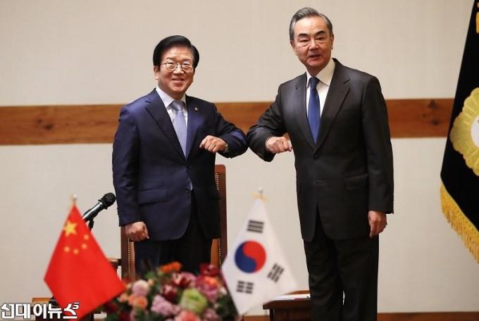 박병석 국회의장, 왕이 중국 국무위원겸 외교부장 예방 받아1111.jpg