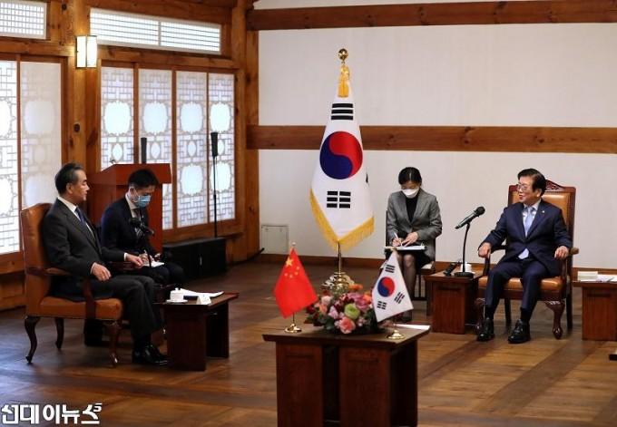 박병석 국회의장, 왕이 중국 국무위원겸 외교부장 예방 받아2222.jpg