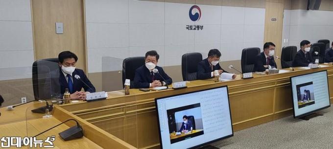 정부-3기-신도시-지정-관련-브리핑하는-임병택-시흥시장-(1).jpg