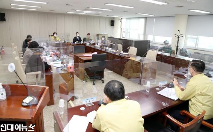 20210226_고양시의회-기획행정위원회,-고양시청-직장운동부-긴급-실태조사-보고회-개최.jpg