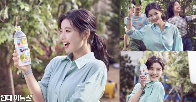 [이미지]토레타! 김유정의 봄 햇살 싱그러운 미소 뽐낸 광고 컷 공개.jpg