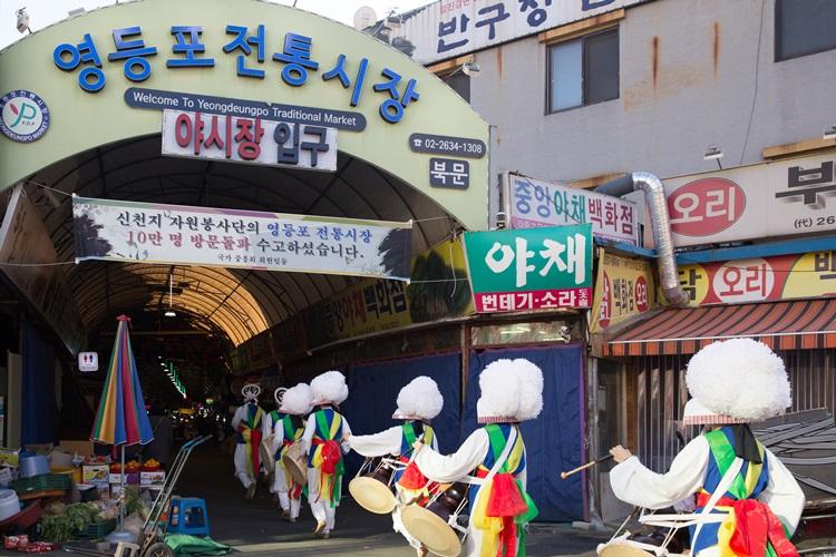 신천지자원봉사단, 영등포 전통시장 살리기.. 6년간 '10만명 방문'