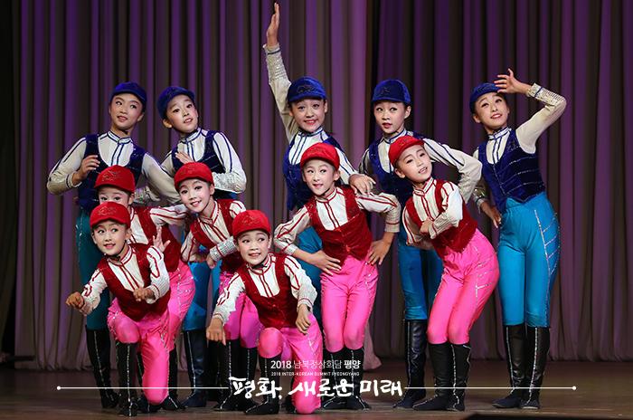 김정숙 여사, 만경대학생소년궁전 방문…공연 관람