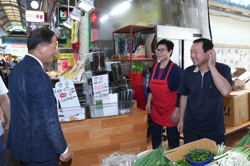 이재준 고양시장, 전통시장 방문… 추석물가 점검