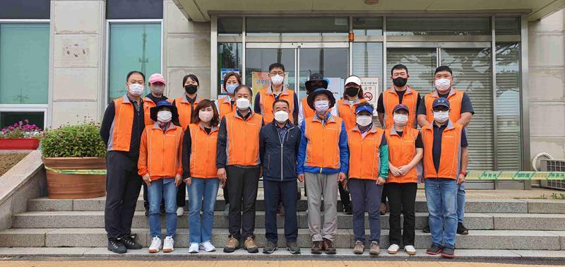 가평읍주민자치위원회, 행락철 불법투기 쓰레기 환경 정화 활동 실시