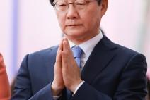 [SNS포토]'부처님오신날 봉축법요식'유승민 공동대표 합장