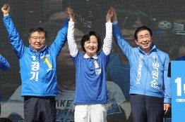 [SNS포토]추미애 대표 류경기 중랑구청장 지원유세