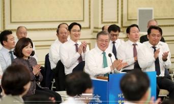 문재인 대통령,'2019 기업인과의 대화'....경제활력 위한 현장의 목소리 경청