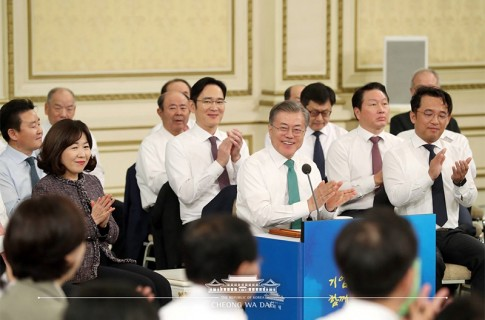 문재인 대통령,\'2019 기업인과의 대화\'....경제활력 위한 현장의 목소리 경청