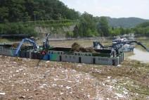 '때 이른 5월 폭우' … 팔당호 부유쓰레기 700여 톤 수거작업