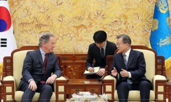 """문 대통령, 데이비드 비즐리 WFP 사무총장 접견....""""북한 인도적 식량 지원 협력"""""""