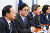 [SNS포토]더불어민주당, 6·13 지방선거 개헌 동시투표
