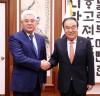 """문희상 국회의장, """"카자흐스탄, 북한에 비핵화하면 번영할 수 있다는 조언 선배로서 해주길"""""""